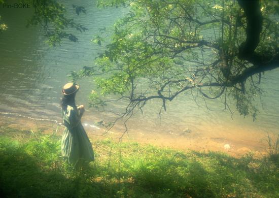 夏の湖畔.JPG